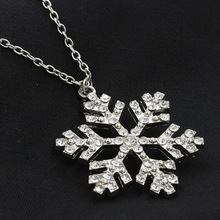 Korean version of the new fashion snowflake pendant necklace fashion jewelry Z3105 girls sweater chain