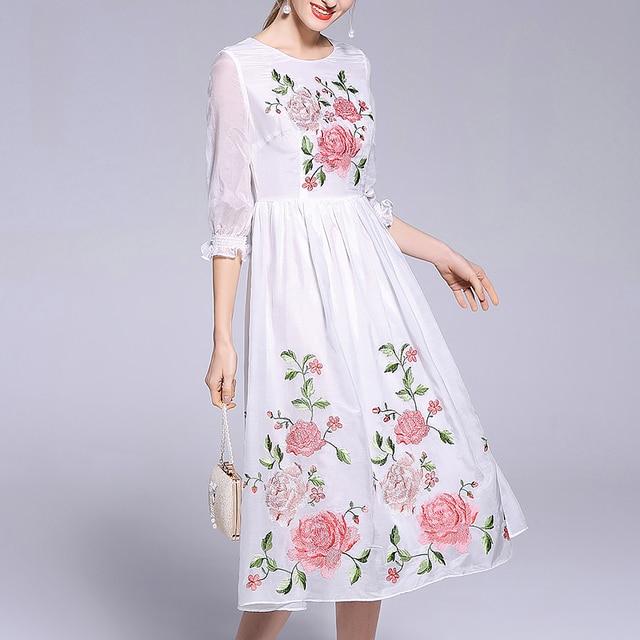 3f0ac361c6 Doce Flor Vestido Longo 2018 de Moda de Nova Bordado Floral de Algodão  Branco Feminino Elegante