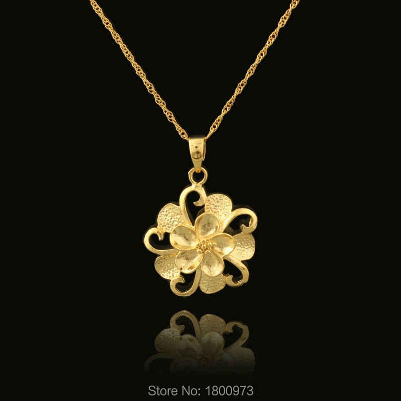 Venta al por mayor 22K Color dorado hermoso diseño de flores joyería de moda collares y colgantes para mujeres
