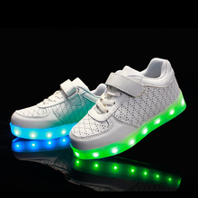 2017 Hot top quality autumn and winter white males Tongfa Guang led sneakers luminous sneakers USB Charge sneakers youngsters lady princess