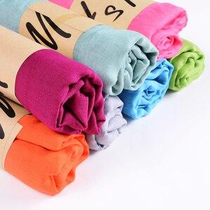 Image 2 - Neue Ankunft 45*180 CM Klassische Premium Viskose Maxi Crinkle Wolke Hijab Schal Schal Weichen Islam Muslim Schals Winter mädchen Schal