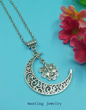 1pcs Hot Fashion Vintage Alloy Sweater Chain Moon Statement Collars necklace With Green Man Amulet  Women Girls Jewelry Gift