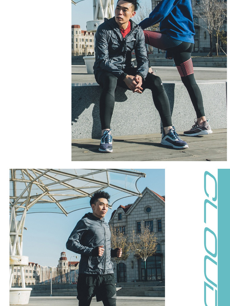 Foto on the street Men's cushion running shoes. Men's cushion running snakers