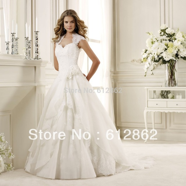 2017 Cap Sleeve Ball Gown Beaded Lace Wedding Dresses With Keyhole
