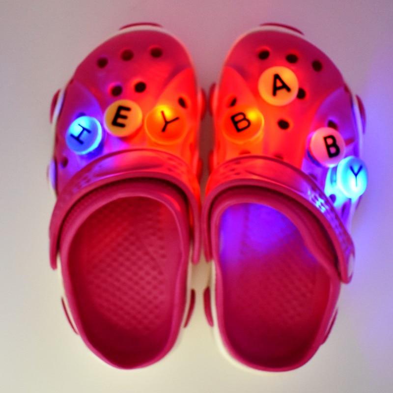 1000 pièces Doux LED Croc Charmes De Bande Dessinée Toutes Sortes Différentes Imprimé Boutons Accessoire Coupe Sandales Trou D'éclairage Ornements De Chaussures - 5