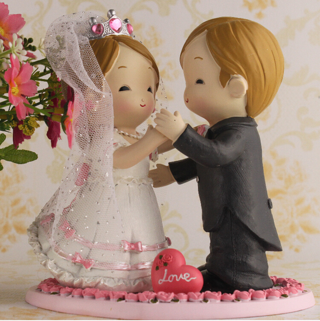 Cartoon Bride With Crown Veil And Groom Wear Suit Couple Figurine ...