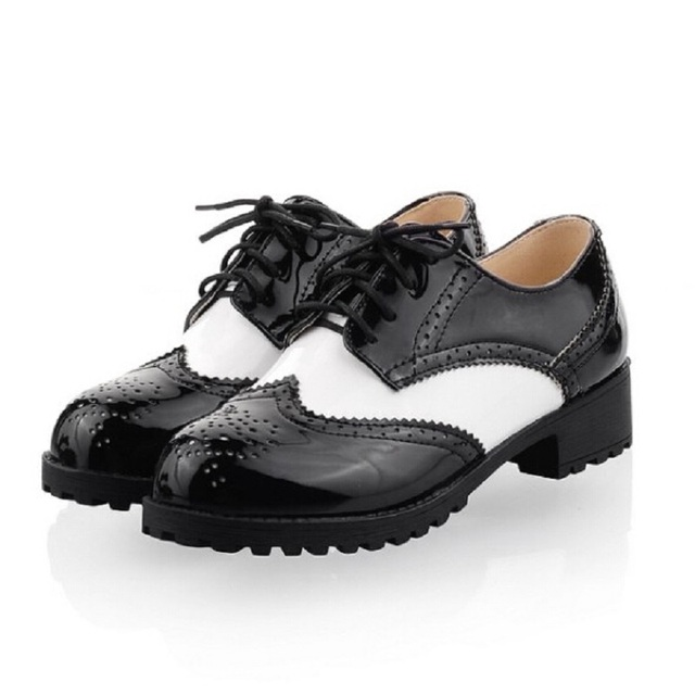 Vintage British Style Black White Color Block Classic Round Toe Lace Up Low Heel Oxford Brogue Shoes Carved Flat Women's Shoes