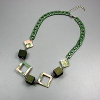 2017 New Fashion Folk Style All Match Wood Resin Green Color Accessories Manufacturers Wholesale Necklace Female