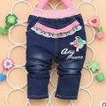 2017 Primavera Outono novo bebê meninas jeans com flora e carta de impressão moda infantil calças B096