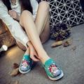 Национальный Ветер Ретро Обувь Женщин Крыла Мода Досуга Холст Дамы Клинья Вышитые Вулканизируют Обувь (размер: 34-40) SMYXHX-D0178