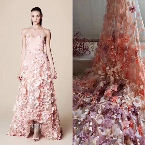 Tissu de dentelle 3d rose pêche 1 yard avec fleurs en mousseline 3d, haute couture française, tissu de dentelle lourde fait main avec des fleurs