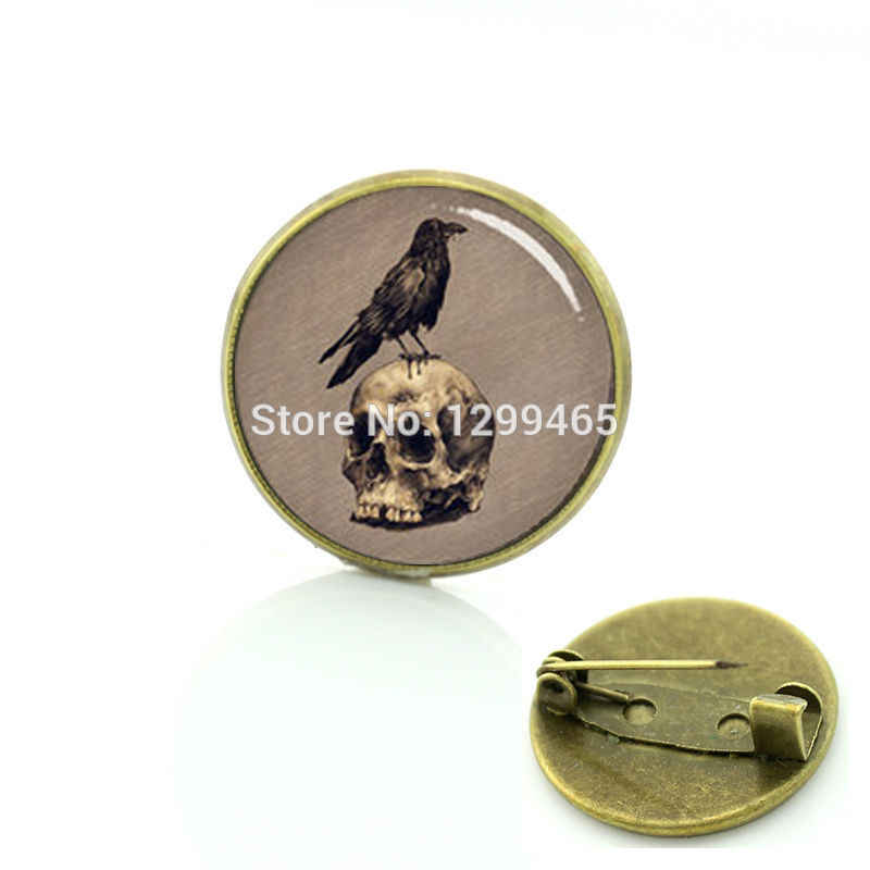 Popular Black Raven Birds  badge Gothic crow vintage photo brooches Human Skull Raven round silver and glass pins C 1183