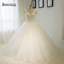 Amanda Chen high-end lace up V-neck ball gown dress for