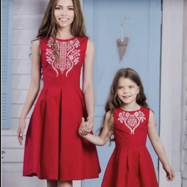 aac4c3cb0cd 2018 Family Matching Outfits Cotton Party Dress Mother Girl Clothes Mom and  Daughter Wedding Dresses Graduation Clothes Vestidos