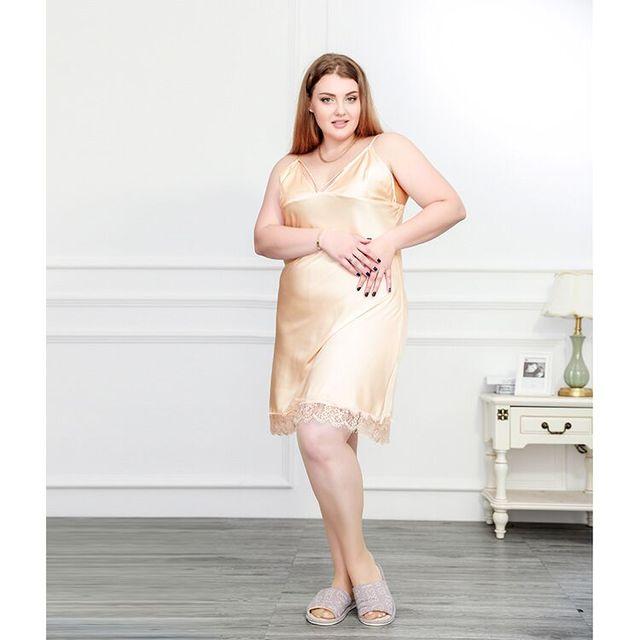 Νυχτικό γυναικείο σατέν με δαντέλα για μεγάλα μεγέθη