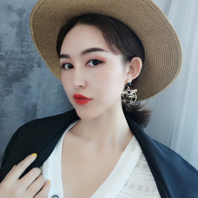 Lovely bee zircon earrings geometric woven hand black allergy resistant steel needles fashion jewelry wholesale TF166 in Drop Earrings from Jewelry Accessories