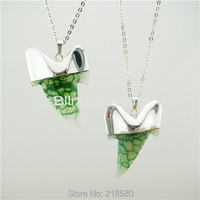 H QN221 Green Agate Shark Teeth Charm Pendant Necklace With Silver Plated Chain