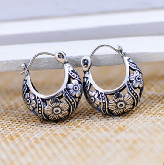 Thai silver s925 sterling silver jewelry vintage silver hollow petal Thai national wind earrings female models shipping s925 pure silver personality female models new beeswax