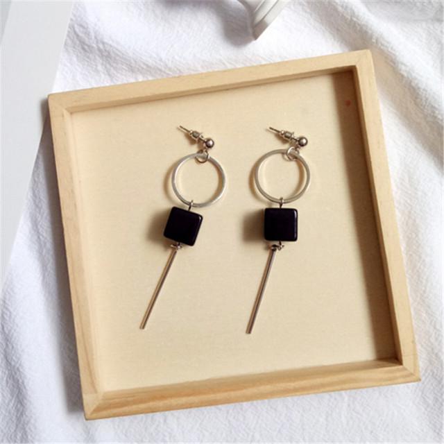 Fine jewelry accessories woman earrings Simple metal circular gold earrings Black square acrylic accessories pendant earrings