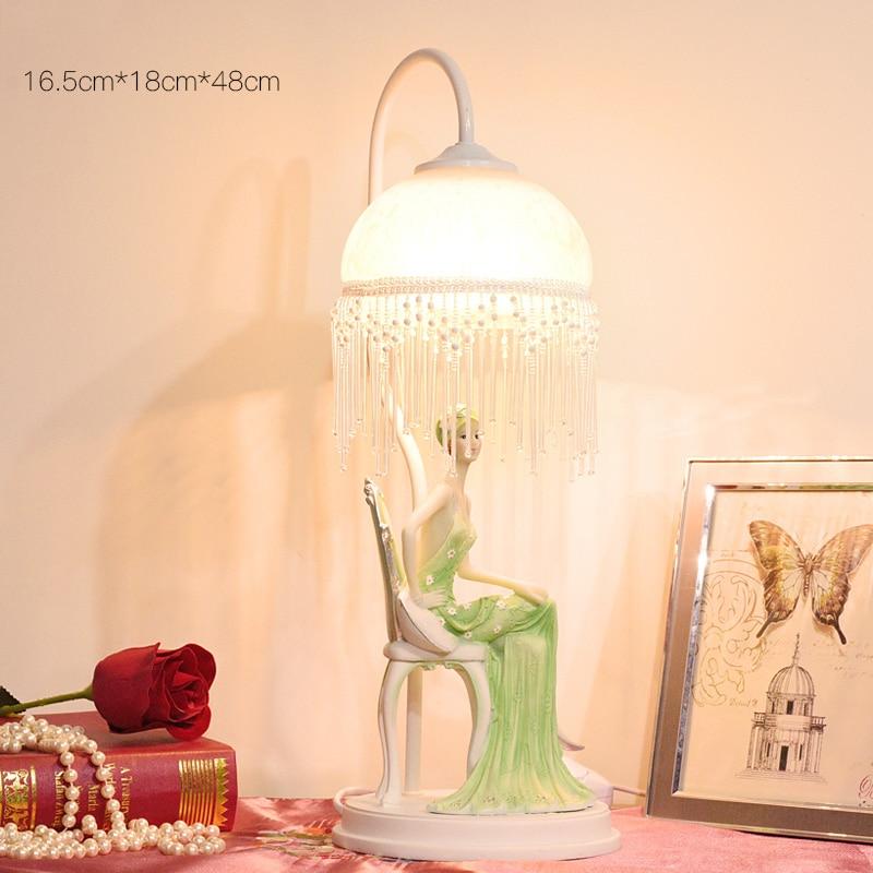 Модная зеленая платье леди, сидя на табурет настольная лампа Декор в гостиную смолы Abajur Настольная лампа для Спальня Lamparas De Mesa