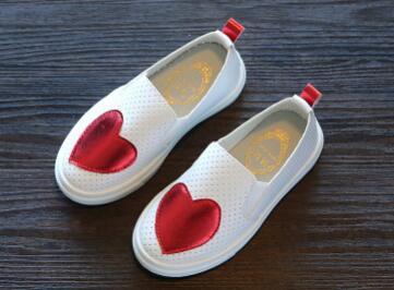 2018 homens e mulheres novos calçados infantis versão Coreana do amor oco sapatos pé sapatos placa