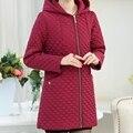 2017 новый с капюшоном мать установлен весной и летом пальто большой размер у пожилых женщин длинное пальто ветровка