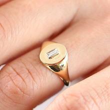 Женское кольцо с фианитом покрытое розовым золотом