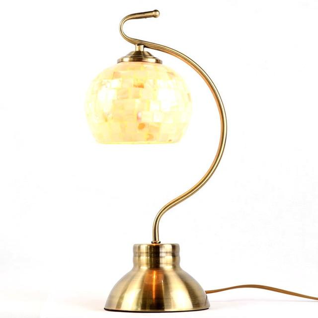 Traditionnel Tiffany Coquille Lampe De Bureau Abat Jour Pays Style De Chevet Lampe En Laiton