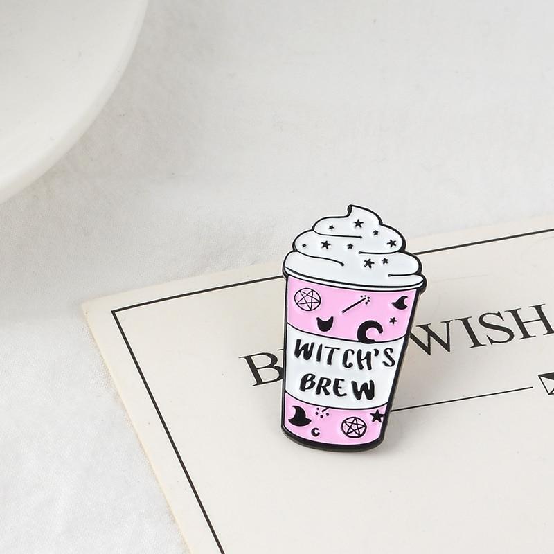 Taza mágica de mago broche esmalte alfileres insignia de dibujos animados Copa rosa con pentagrama sombrero de mago alfileres taza de brujería broches para hombres las mujeres