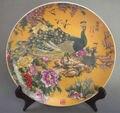Изысканная китайская антикварная фарфоровая тарелка для семьи с павлином и цветами с отметкой Qianlong