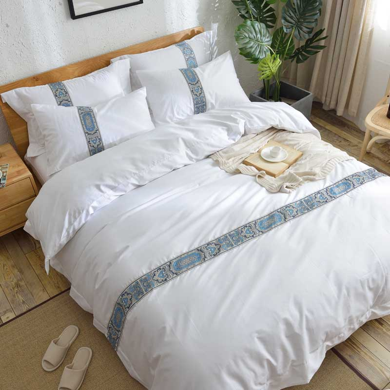 5 stars Hotel Egyptian cotton Luxury King Queen size Bedding Set Embroidery duvet covers Classical white hotel Bed cover set5 stars Hotel Egyptian cotton Luxury King Queen size Bedding Set Embroidery duvet covers Classical white hotel Bed cover set