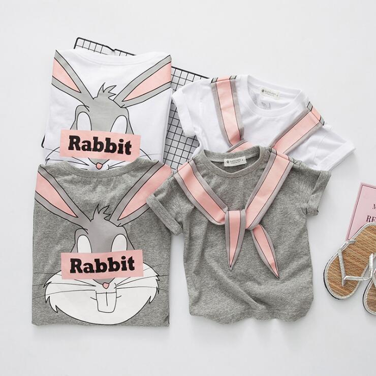 ग्रीष्मकालीन परिवार के कपड़े माँ और बेटी कार्टून खरगोश मुद्रित सफेद ग्रे टी शर्ट बच्चों आकस्मिक कपड़े 2-7 साल