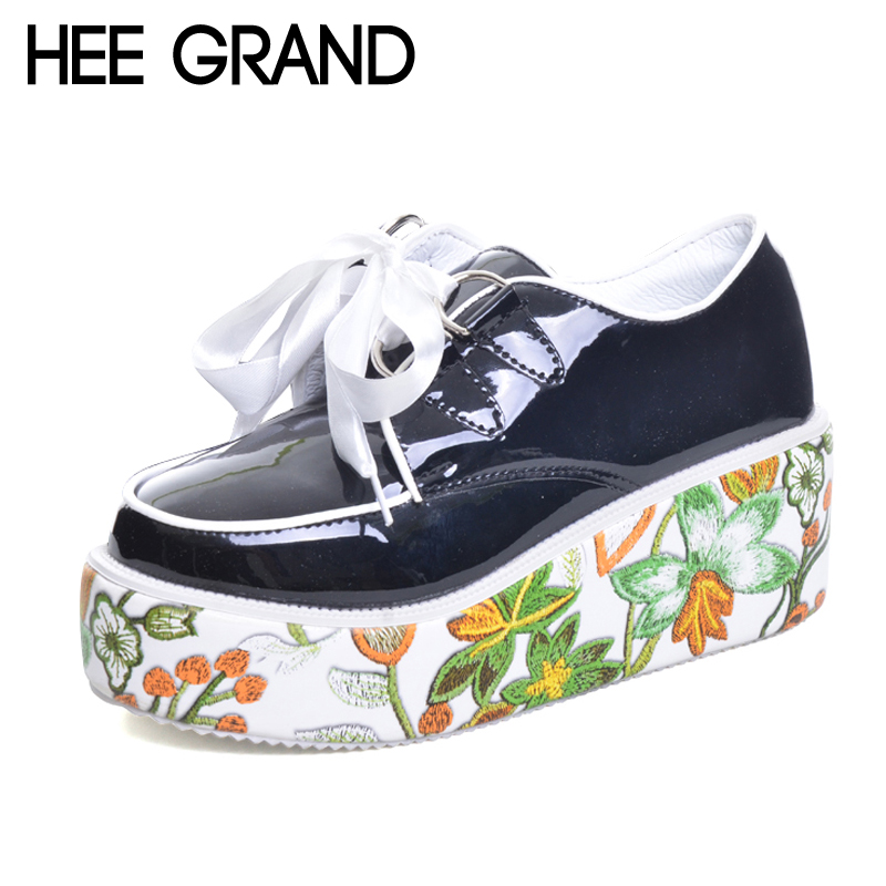 цены  HEE GRAND Silver Flower Boots 2017 Women Lace up Ankle Boots Platform Shoes Woman Slip On Creepers Casual Flats XWD6021