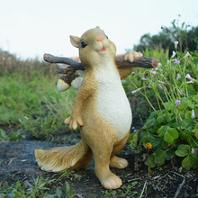 Everyday Collection Cute Squirrel Modern Resin Crafts Terrarium Decor Fairy Garden Statues Home Decoration Accessories Gift