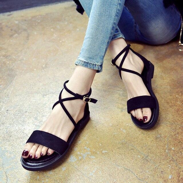Kadın Sandalet 2019 Yaz düz ayakkabı Kadın Gladyatör Tarzı Çapraz bağlı Sandalet Açık Ayak Kapak Topuk Kadın rahat ayakkabılar SH030406