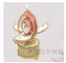 Really shell rotary amusement music box horse egg Christmas holiday gifts.