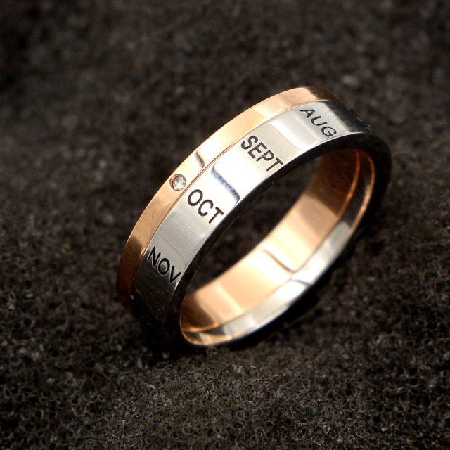 Фото кольцо из титановой стали с буквами розовое золото и серебро