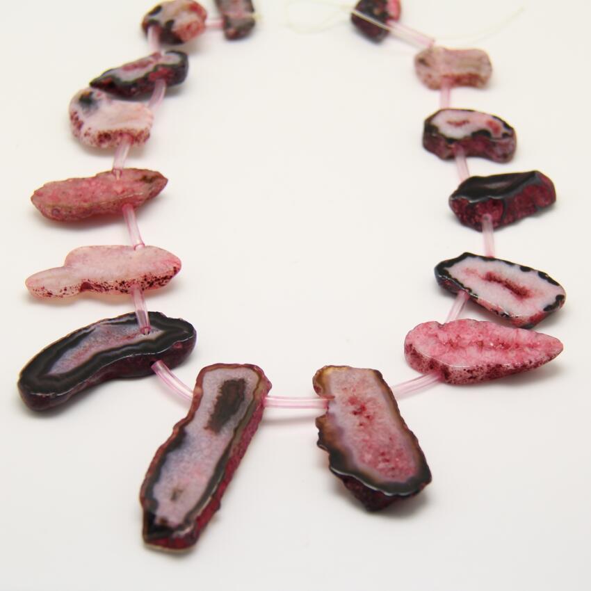 Около 12-14 шт., черный, красный Geode купля фрагмент Плиты Кулон, полированный сырья Drusy купля кусочек камня случайный Бусины Цепочки и ожерелья ...