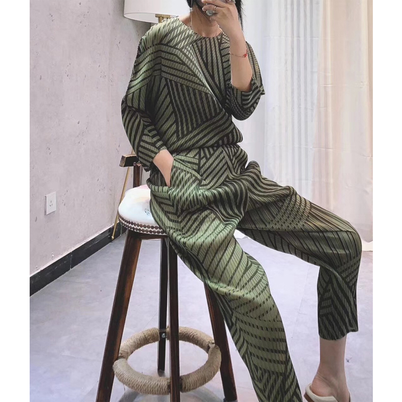 Changpleat 2019 New Spring Summer Women stripe Sets Miyak Pleated Fashion Loose Bat Sleeve Large Size T-shirt+Pants Suits Tide