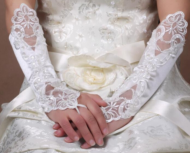 Moda Vestidos Elegante Elbow Comprimento Luvas Sem Dedos Do Marfim Bordado Do Laço Do Casamento Vestidos