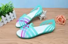 2018 do sexo feminino verão sandálias e chinelos plana sapatos coloridos  sapatos de geléia de plástico sapatos buraco casuais 9bccde7d23b6