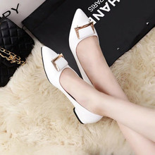 Free transport 2016 vogue autumn metallic buckle flat heel pointed toe shallow mouth ladies's single sneakers