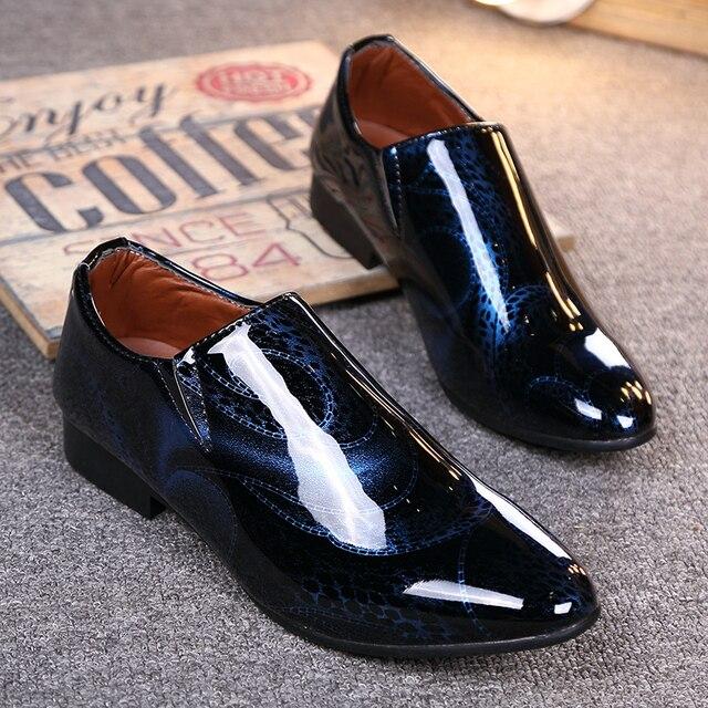 2017 Nuevo Cuero de Patente de la Manera de Los Hombres Zapatos Casuales Marca de Lujo Zapatos de los hombres Zapatos de Los Hombres de Cuero de Alta Qulaity Hombres Pisos Vestido zapatos