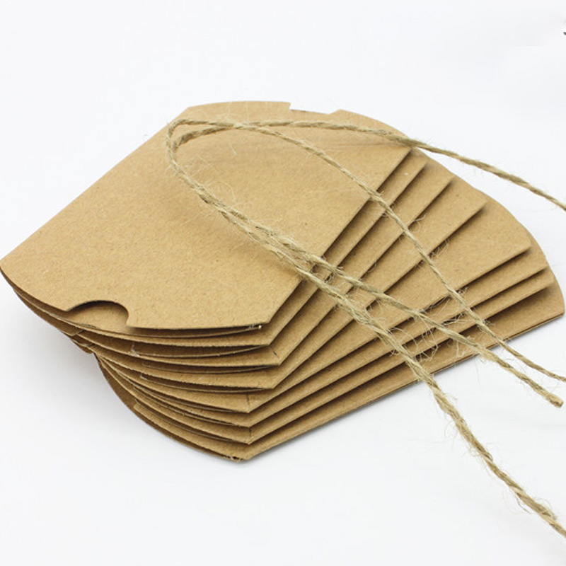 50pcs/lot Kraft Paper Pillow Favor Box Chocolate Sweets Candy Christmas Gifts Wedding Children's Holiday Party Festival Supplies