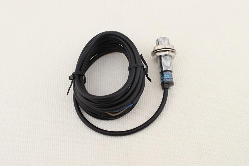 Capteur de proximité inductif tubulaire   AC 110-220V NC 2mm