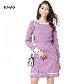 55b4027be TUHAO 2018 otoño elegante suéter de punto vestido bordado de abeja de manga  larga plisado línea a medio Casual vestidos mujeres TA1782