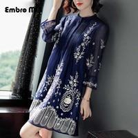 High end Лето Женщины стоячий воротник вышивка цветок семь четверти рукав синий тонкий элегантный Мода женщина слово платье S XL