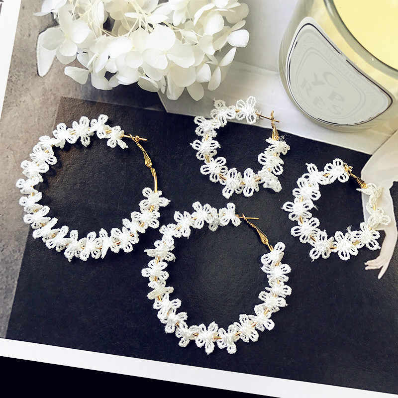 Korean Version Of The Personality Long Earrings Temperament Fashion White Flowers Lace Big Circle Ladies Earrings Gift Wholesale