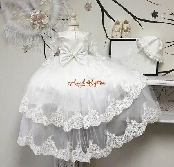 a5c475b389b Belle manches longues transparent deux niveaux dentelle avec Bonnet bébé  longue robe de baptême tulle robes de baptême pour les garçons et les filles  dans ...