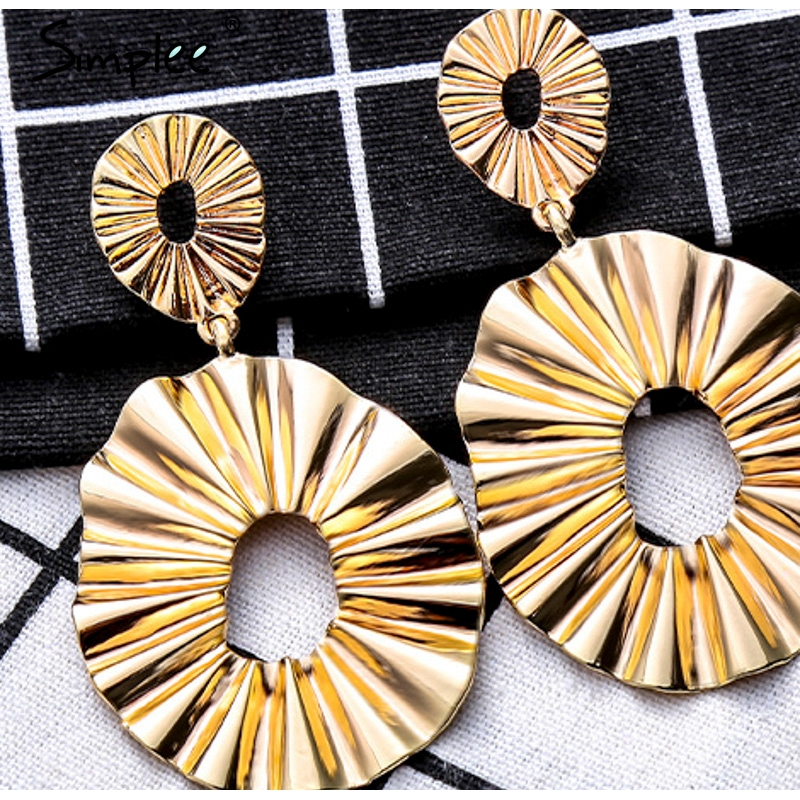 round earrings for women